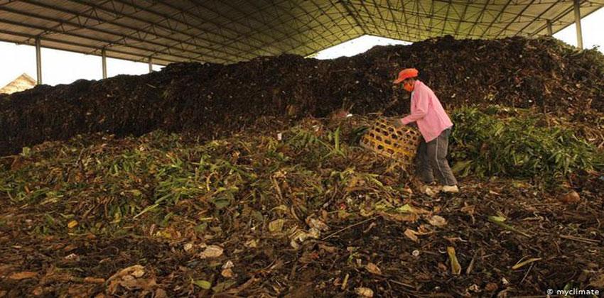 تحويل النفايات إلى سماد عضوية في إندونيسيا