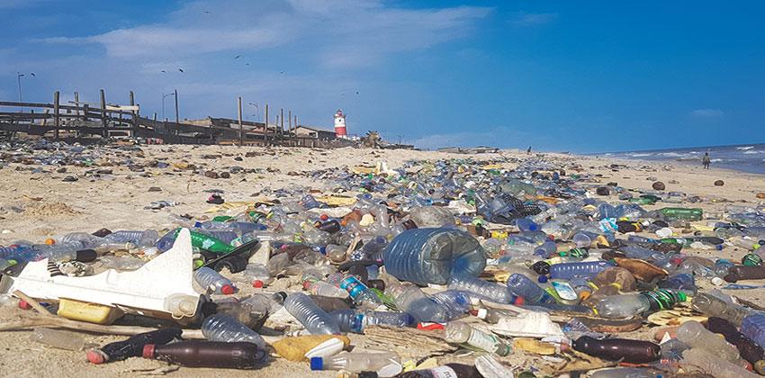 التلوث البلاستيكي