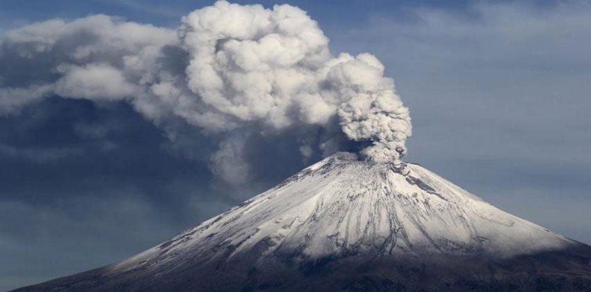 ماذا يخرج من البركان؟