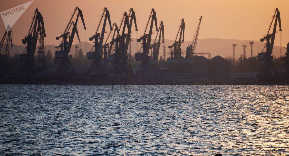 شحن البضائع في الموانئ البحرية الروسية