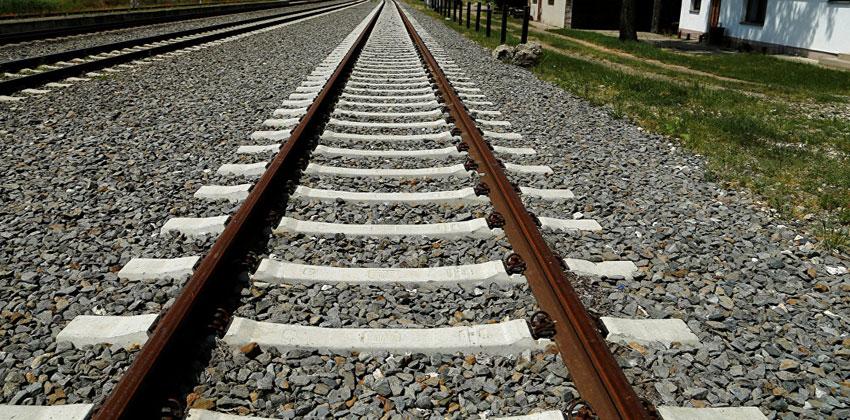 القرم يشارك في إعادة إعمار السكك الحديدية السورية
