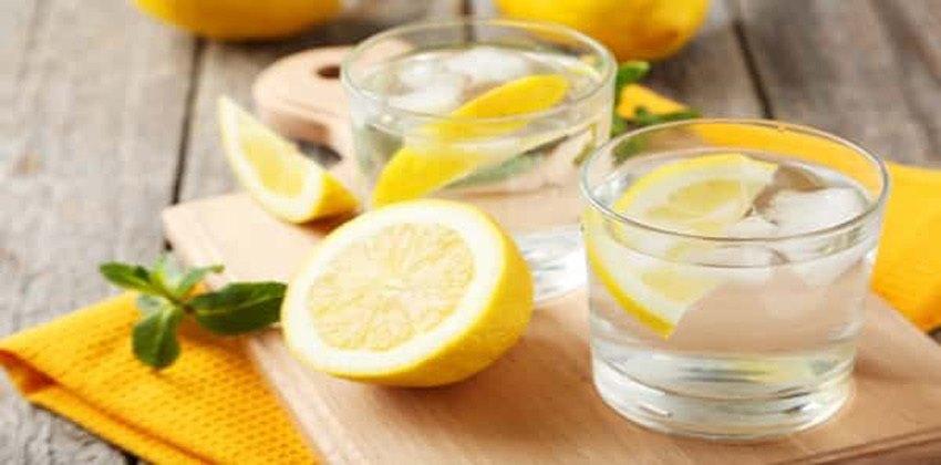 شرب الماء مع الليمون