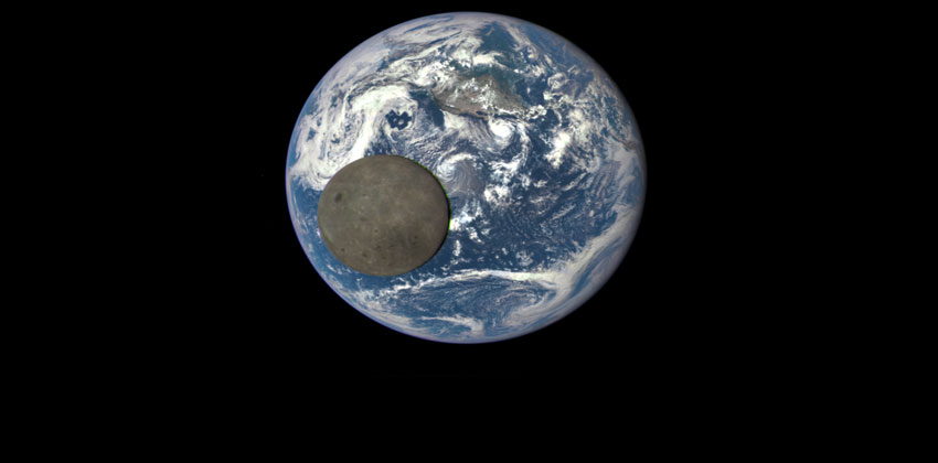 وعد سقوط القمر على الأرض